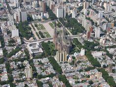 Plaza Moreno, vista aérea con la Catedral y el Palacio Municipal, La Plata