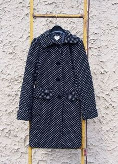 Kupuj mé předměty na #vinted http://www.vinted.cz/damske-obleceni/kratke-kabaty/16884730-puntikovany-kabat-bershka