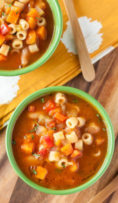 Homemade minestrone -- Low FODMAP Recipe DINNER/LUNCH tomato puree=tomato paste (it's in cute tiny cans in the back of the pantry. Soup Recipes, Diet Recipes, Healthy Recipes, Curry Recipes, Recipes Dinner, Healthy Eats, Dinner Ideas, Vegetarian Recipes, Recipies