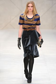 See the entire collection from the Burberry Prorsum Fall 2012 Ready-To-Wear runway show. London Night Out, Burberry Prorsum, Fallen London, All About Fashion, Fall Winter, Autumn, Catwalk, Style Me, Ready To Wear