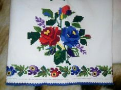 Discover thousands of images about Vintage Cross Stitches, Cross Stitch Animals, Christmas Cross, Hobbies And Crafts, Rugs On Carpet, Machine Embroidery Designs, Origami, Costumes, Traditional