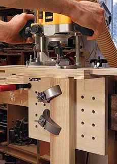 Versatile Mortising Jig: An adaptable clamping surface holds curved and straight parts alike Wood Jig, Wood Router, Router Woodworking, Woodworking Workshop, Fine Woodworking, Popular Woodworking, Diy Projects Plans, Small Wood Projects, Diy Furniture Projects