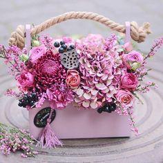 Flowers bouquet box pink 40 Ideas for 2019 Diy Flower Boxes, Flower Box Gift, Summer Flower Arrangements, Floral Arrangements, Bouquet Box, Bouquet Flowers, Luxury Flowers, How To Preserve Flowers, Floral Bouquets