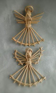 Плетение из газет | ВКонтакте Straw Weaving, Paper Weaving, Basket Weaving, Christmas Baskets, Christmas Crafts, Christmas Decorations, Diy Paper, Paper Art, Corn Dolly