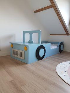 Hetpeuterbed auto is een waar kunstwerkje voor in de kinderkamer. Er zijn maar weinig peuters, die niet naar bed willen in zo'n mooie auto. Inclusief motorkap is het peuterbed 185 cm lang en 75 cm breed en geschikt voor een matras van 140 cm bij 70 cm.