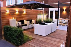Jardin d& jardin moderne du jardinier Guy Wolfs - Small Backyard Gardens, Backyard Garden Design, Back Gardens, Outdoor Pergola, Backyard Pergola, Backyard Landscaping, Pergola Kits, Terrace Design, Patio Design