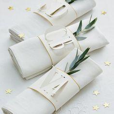 ... confectionner des ronds de serviettes en tissu façon manchettes