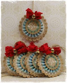 To scrap or not to scrap, that's the question.: Kerst gifttags