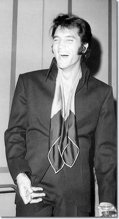 Elvis Presley Press Conference - Las Vegas 1969 http://www.elvispresleymusic.com.au/pictures/1969_las_vegas_press_conference_6.html