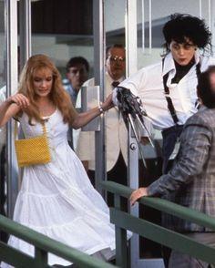 this is precious! (what a cute dress *_____*) Johnny Depp Winona Ryder, Young Johnny Depp, Johnny Depp Movies, Personajes Studio Ghibli, Estilo Tim Burton, Winona Forever, Tim Burton Films, Johny Depp, I Love Cinema