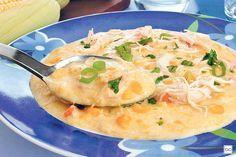 Confira como fazer esta Sopa-creme de milho com frango desfiado! Fica pronta em apenas 30 minutinhos e ainda rende 6 porções!