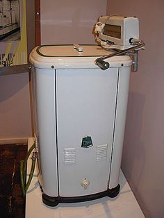We had one similar and remember helping mum with the wringer/mangle Antique Washing Machine, Washing Machine Reviews, Vintage Laundry, Vintage Kitchen, White Washing Machines, Antique Stove, Vintage Appliances, Appliance Repair, Clothes Line