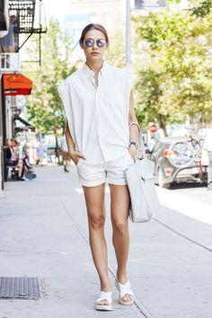 NYモデルズの最新スタイルは、モノトーンで手軽にシンプル&モード。|ファッション(流行・モード