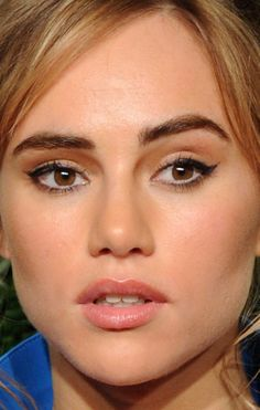 Close-up of Suki Waterhouse at the 2014 British Fashion Awards. http://beautyeditor.ca/2014/12/03/british-fashion-awards-2014