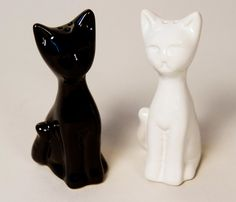 Set Sal Pimenta Minino Blanco y Negro. Mira mas imagenes en: http://www.gaiadesign.com.mx/set-sal-pimenta-minino-blanco-y-negro.html