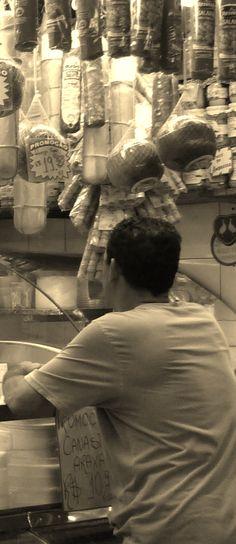 """""""O sonho de um homem trabalhador nunca morre."""" (Fragmento de um dos textos derivados da foto de Luana Castro)"""