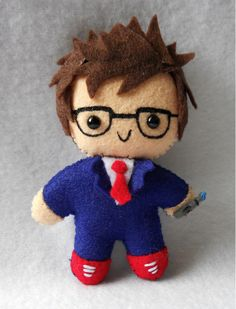Mini David Tennant - I could keep him in my pocket, and when ever I hear people talking about Doctor Who, I can just pull him out and go & I hear a Whovian?& I just found a new way to make friends guys! Décimo Doctor, Eleventh Doctor, David Tennant Doctor Who, Sherlock, My Sun And Stars, Kawaii, Geek Out, Dr Who, Felt Crafts
