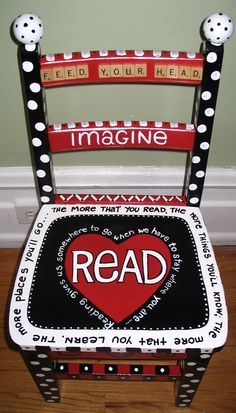 Reading Theme Chair.  WOW!  I think I'm going to make a writing one for students to share thier writing!