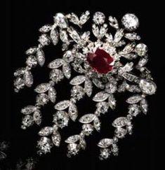 Splendide pendant en rubis et diamants, circa 1850.Est. CHF 50.000-80.000/ $55.000-85.000. Photo Sotheby's