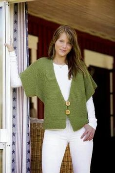 Fast Knit Vest Pattern in Raggi yarn - knit this garter-stitch vest with penguin sleeves in just a weekend! Perfect for beginning knitters. by DeeDeeBean Knitting Patterns Free, Knit Patterns, Free Knitting, Free Pattern, Simple Knitting, Beginner Knitting, Knit Vest Pattern, Quick Knits, Garter Stitch