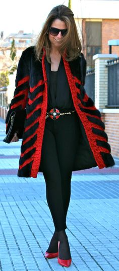 Комбинирование меха по текстуре, цвету, разной плотности - самый COOL))) Нужен мех, пишите мне на почту baturina@el-tex.ru #мех#мода#стиль#модные тенденции
