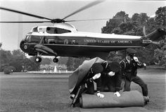 Annie Leibovitz : Nixon's Helicopter Leaving the White House, 1972.
