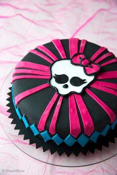 Monster high -kakku   Kinuskikissa - Suomen suosituin leivontayhteisö Monster High Torte, Monster High Birthday, Birthday Cakes, Birthday Parties, Buttercream Cake, Cakes And More, Amazing Cakes, Cake Ideas, Goodies