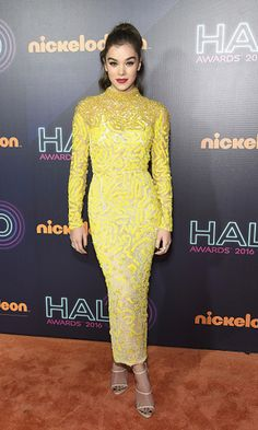 Actress Hailee Steinfeld attended the Nickelodeon Halo Awards 2016 wearing a gorgeous canary J. Mendel beaded dress.