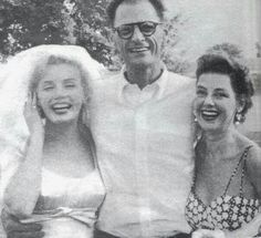 Marilyn with Arthur Miller on their wedding day with Joan Copeland (Arthur's sister). Photo by Milton Greene, July 1956 Marilyn Monroe Wedding, Marylin Monroe, Arthur's Sister, Divas, Milton Greene, Angelina Jolie, Norma Jeane, Ballet, Old Hollywood
