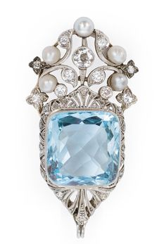 An Art-Nouveau aquamarine pendant - C. 1900. 14 kt. yellow gold/platinized, with 1 aquamarine, 11 old cut diamonds, 24 rose diamonds, total c. 0.80 ct