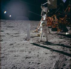 Se fate parte di quelli che di tanto in tanto rimangono a bocca aperta scrutando la volta celeste, questa notizia vi affascinerà non poco. La NASAha infatti condiviso con il mondo intero ben 8.000 foto della missione Apollo su Flickr, scattate sulla Luna dal 1969 al 1972. Questa imponente condivisione è stata possibile grazie al ...