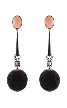 Art Deco, Earrings of Coral and Onyx, Piel de Angel, c1925. (Pendientes de coral (Piel de Ángel) y onix Art Deco. 1925.)