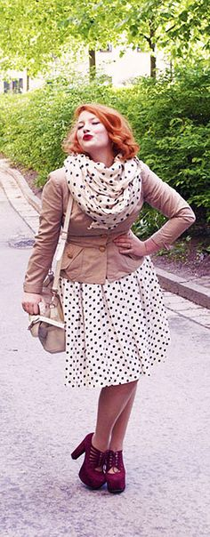 That scarf and them shoes...HELLO #plussize #plus_size #curvy #fashion #clothes