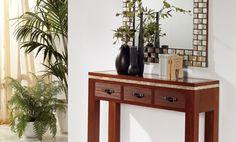 Conjunto recibidor de aire étnico y colonial con espejo combinado con detalles de nácar y espejitos y recibidor fabricado en madera de fresno con tres cajones arañados artesanalmente con tiradores en piel y aluminio pulido.