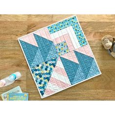 i love making this modern mini quilt sampler, its too cute, especially in #hellobabyfabrics! You can now make one too, head over to the @imaginetutorial channel to learn more!
