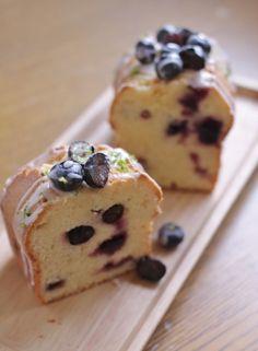 秘密のサワークリームケーキ レシピつき - バターケーキ Donut Recipes, Sweets Recipes, Cake Recipes, Cooking Recipes, Donut Decorations, Blueberry Desserts, Fancy Desserts, Confectionery, Coffee Cake