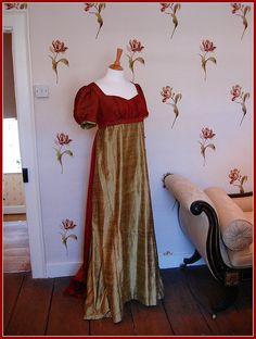 dress in Jane Austen House Museum