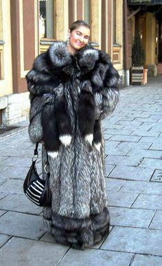 Fur Fashion, Fashion Outfits, Womens Fashion, Puffer Coat With Fur, Fur Accessories, Fabulous Furs, Fox Fur Coat, Mantel, Vogue