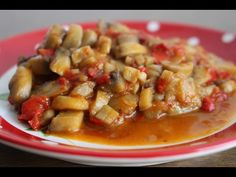 YouTube Meat, Chicken, Food, Youtube, Red Peppers, Essen, Meals, Yemek, Youtubers
