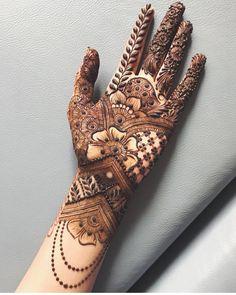 Gorgeous Indian mehndi designs for hands this wedding season Modern Henna Designs, Indian Henna Designs, Back Hand Mehndi Designs, Legs Mehndi Design, Latest Bridal Mehndi Designs, Mehndi Designs 2018, Mehndi Designs For Girls, Henna Art Designs, Mehndi Designs For Beginners