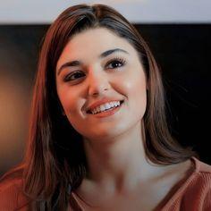 Good Night Love Images, Beautiful Little Girls, Hande Ercel, Most Beautiful Indian Actress, Pakistani Bridal, Turkish Actors, Indian Actresses, Celebrities, Face