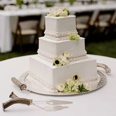 Simple square cake wedding cake
