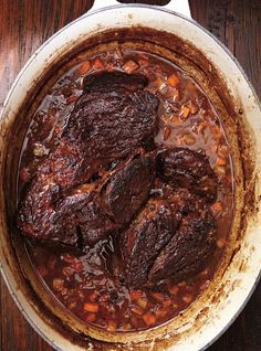 Beef Recipes 86588 Ricardo recipe for beef braised in red wine Meat Recipes, Crockpot Recipes, Cooking Recipes, Beef Red Wine Recipes, Carne Asada, Confort Food, Ricardo Recipe, Ground Beef Recipes Easy, Beef Bourguignon
