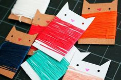 Paper Embroidery How-To: Kitty Cat Embroidery Floss Organizer! Now all I need to do is learn how to embroider. - Add some extra cute to your sewing box with adorable DIY kitty cat embroidery floss bobbins! Cat Crafts, Sewing Crafts, Sewing Projects, Paper Crafts, Paper Embroidery, Embroidery Patterns, Diy Embroidery Floss Storage, Cute Diy Projects, Craft Projects