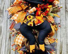 Owl Wreaths, Autumn Wreaths, Holiday Wreaths, Wreath Fall, Halloween Owl, Halloween Wreaths, Fall Swags, Scarecrow Wreath, Sweet Cupcakes
