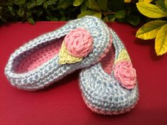 Crochet Baby Girl Ballet Flats, so cute! After i learn how to knit I may have to learn how to crochet so I can make these for my future child
