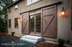 exterior barn door designs traditional exterior sliding barn doors are the perfect feature for a barn style home exterior barn door lock ideas Modern Farmhouse, Farmhouse Style, Exterior Sliding Barn Doors, Sliding Doors, Garage Doors, Yankee Barn Homes, Porte Design, Barn House Design, Haus Am See