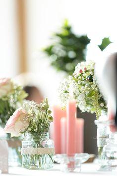 Mit DIY-Deko verleiht ihr eurer Hochzeit nicht nur eine persönliche Note, sondern spart auch noch Geld. Hier kommen die schönsten Ideen des Jahres...