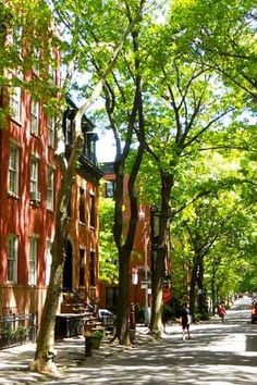 Cranberry Street, Brooklyn. Discover this and more of the most beautiful streets in New York here. #nyc #newyorkcity #brooklyn #travel #nyctravel #beautifulstreets