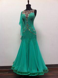 Latin Ballroom Dresses, Ballroom Dance Dresses, Ballroom Dancing, Pretty Dresses, Beautiful Dresses, Baile Latino, Fantasy Dress, Dance Fashion, Dance Outfits